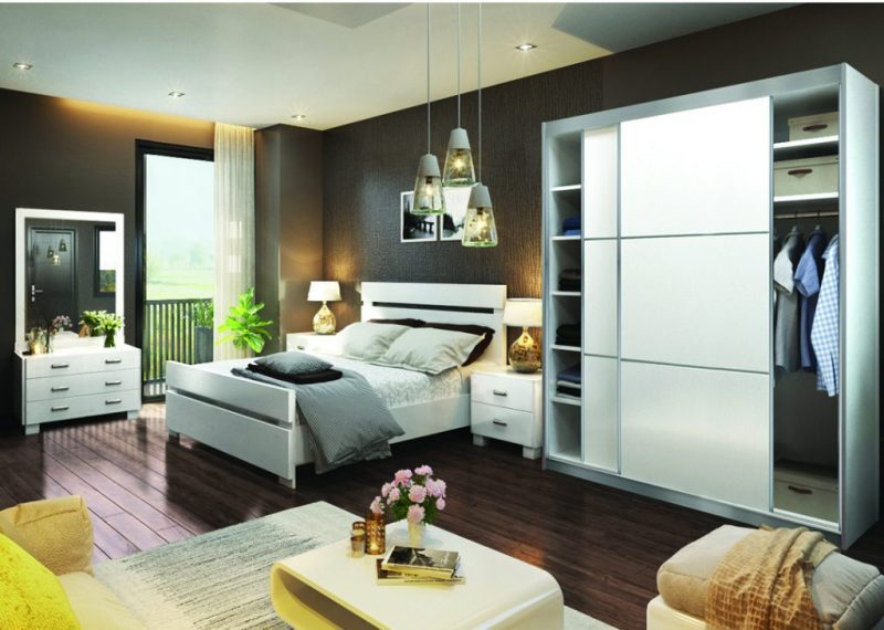 חדר שינה לבן כולל ארון